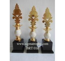 Melayani Trophy Bernuansa Marmer ,Melayani Trophy Bervariasi Bentuk dan Model
