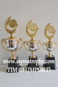 Trophy Berdesain Elegan Dengan Varasi Design Yang Dinamis BR2