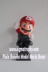 Piala Boneka Model Mario Besar