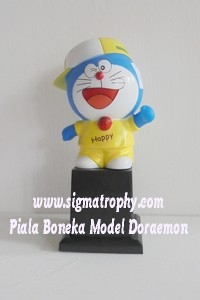 Piala Boneka Model Doraemon