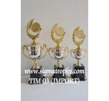 Trophy Berdesain Elegan Dengan Varasi Design Yang Dinamis