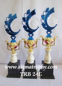 Gudangnya Trophy Berhiaskan Aksesoris Kerajaan  7 MRT e jpg